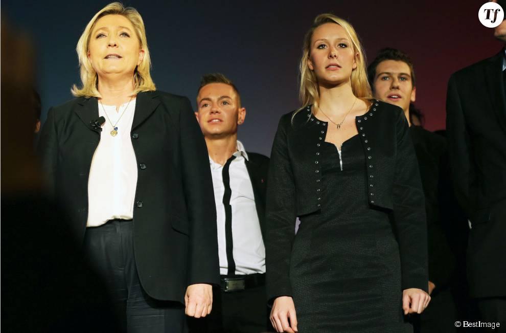 Marine Le Pen et Marion Maréchal-Le Pen au meeting du Front National au palais de la Méditerranée à Nice, à l'occasion des élections régionales en PACA le 27 novembre 2015