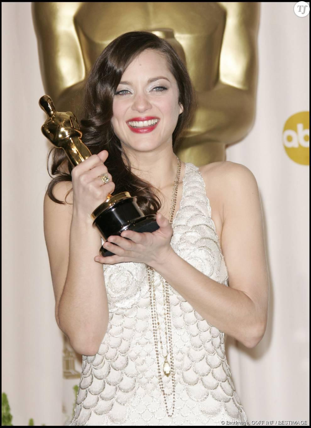 """Marion Cotillard et son Oscar pour """"La Môme"""""""