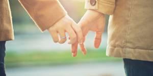 Les 8 bienfaits surprenants de se tenir par la main