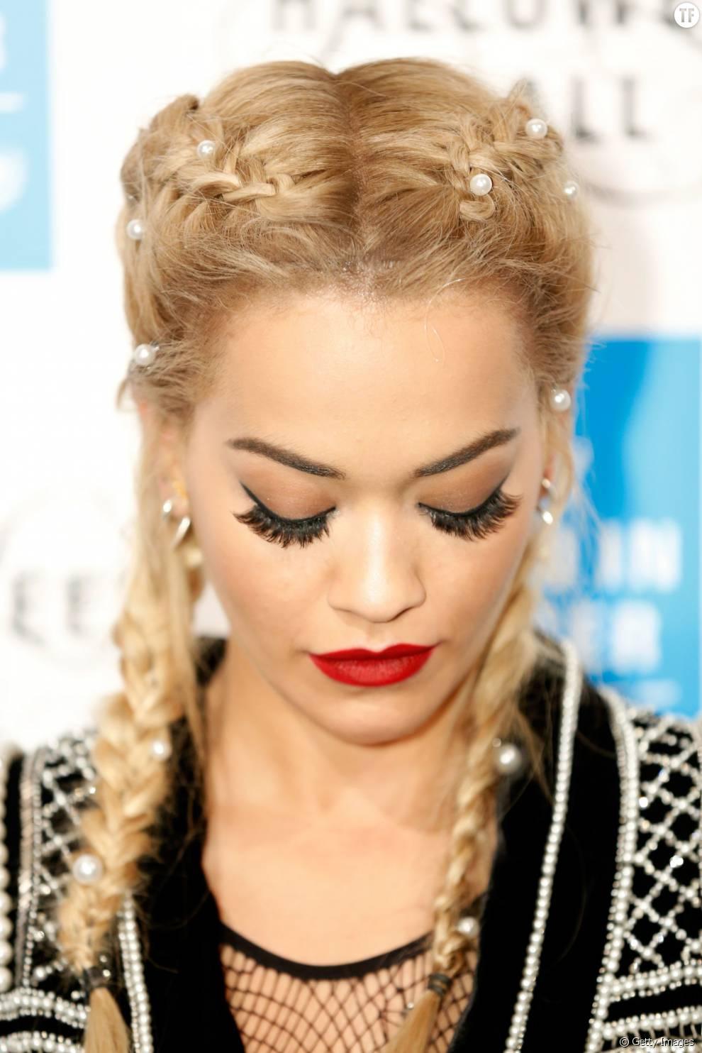 Rita Ora et ses Boxer Braids customisées.