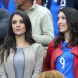 Ludivine Sagna (la femme de Bacary Sagna) et Jennifer Giroud (la femme d'Olivier Giroud) lors du match du quart de finale de l'UEFA Euro 2016 France-Islande au Stade de France à Saint-Denis, France le 3 juillet 2016