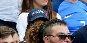 Antoine Griezmann : sa copine Erika dans les tribunes pour le consoler après la finale (photos)