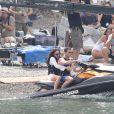 Dakota Johnson et Jamie Dornan tournent une scène pour le film 50 nuances plus sombres dans le sud de la France à Saint-Jean Cap Ferrat le 12 juillet 2016