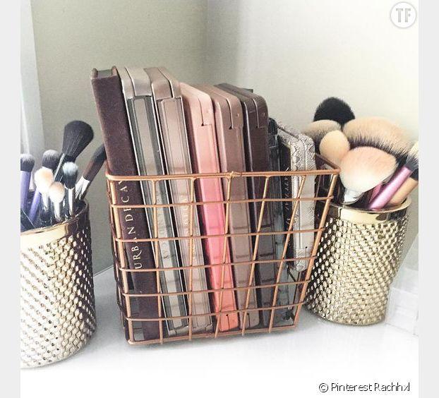 On pense aux mini corbeilles en acier pour ranger nos palettes de blush