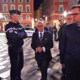 Le maire de Nice Christian Estrosi et le ministre de l'intérieur Bernard Cazeneuve en conférence de presse suite à l'attentat perpétré sur la promenade des anglais lors du feu d'artifice par un camion qui a tué plus de 84 personnes à Nice le 15 juillet 2016