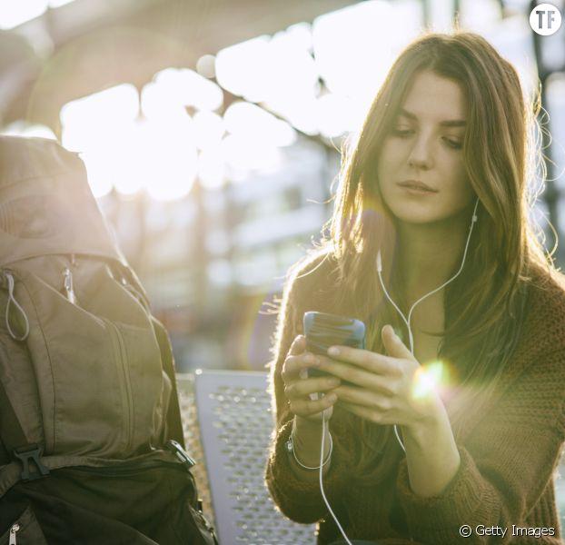 Voici toutes les astuces à connaître pour éviter d'exploser sa facture de téléphone à l'étranger.