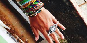 DIY : comment faire un joli bracelet brésilien (vidéo)