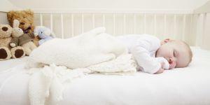Pourquoi les bébés devraient dormir avant 20h