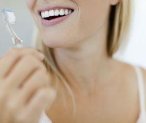 5 gestes beauté à faire avec avec une brosse à dents