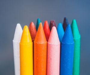 Comment éliminer les petits trous d'un mur avec un simple crayon