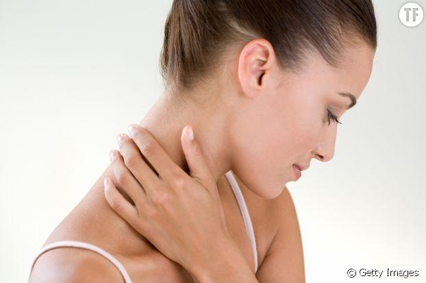 Gardez le menton bas et la tête en avant pour éviter de vous blesser à la nuque en faisant vos abdos