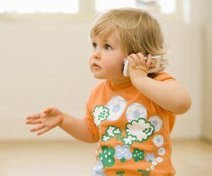 Mon enfant ne parle toujours pas : à quel âge dois-je m'inquiéter ?