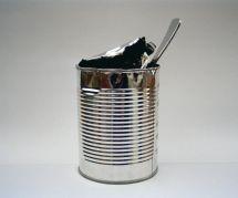 La technique pour ouvrir une boîte de conserve avec une cuillère