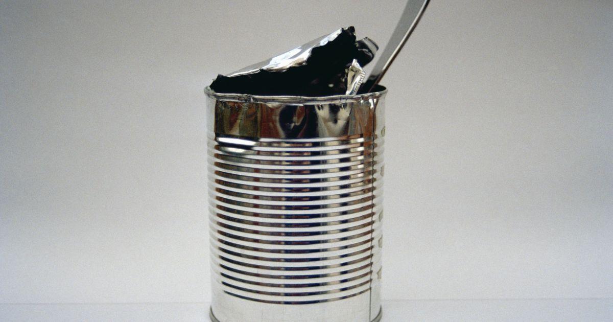 La technique pour ouvrir une bo te de conserve avec une cuill re - Ouvrir boite de conserve ...