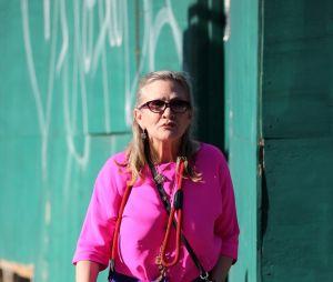 Carrie Fisher promène son chien dans les rues de New York en août dernier.