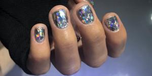La manucure diamant, la tendance beauté qui nous hypnotise