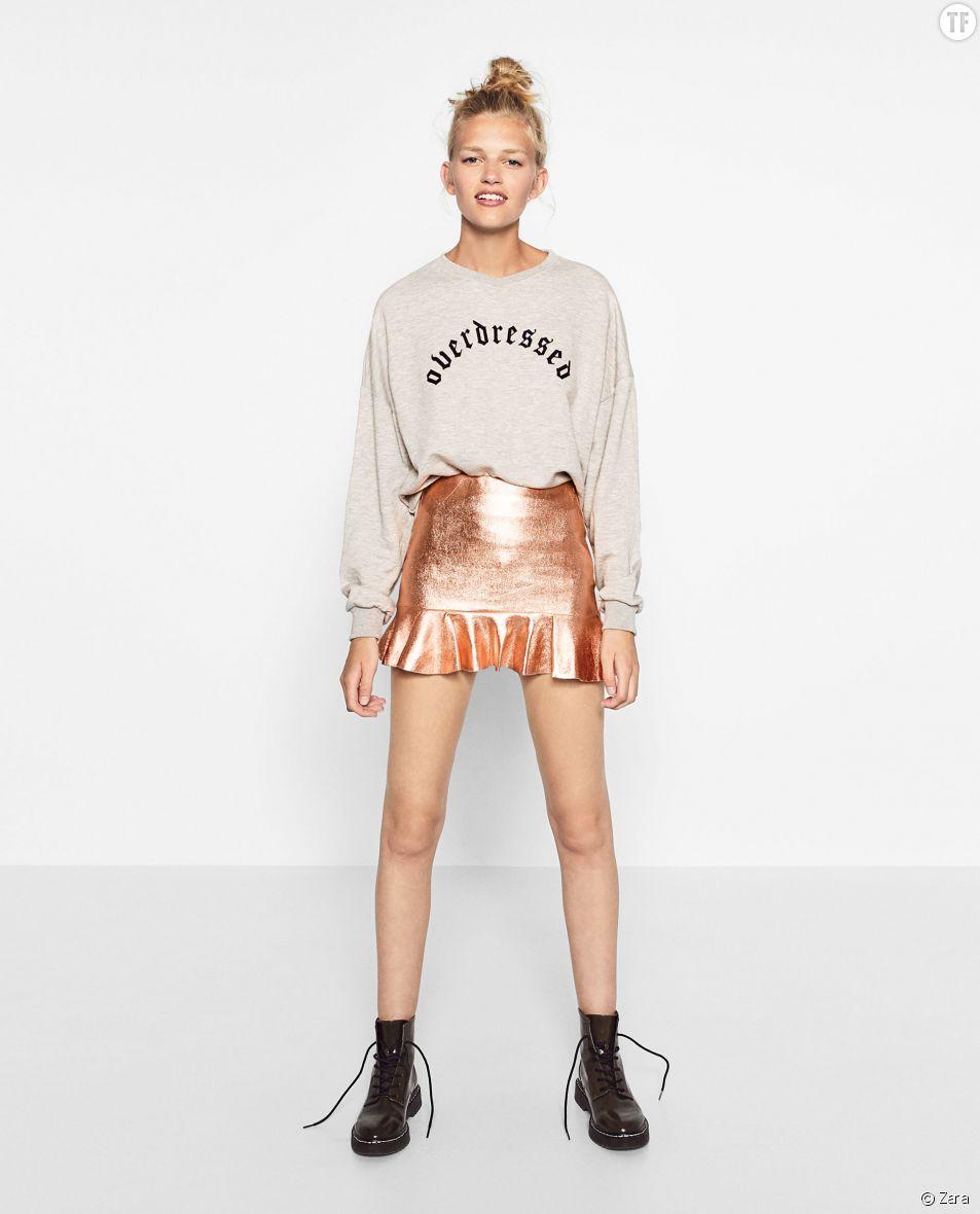 Mini jupe métalisée avec volant Zara, 25,95€
