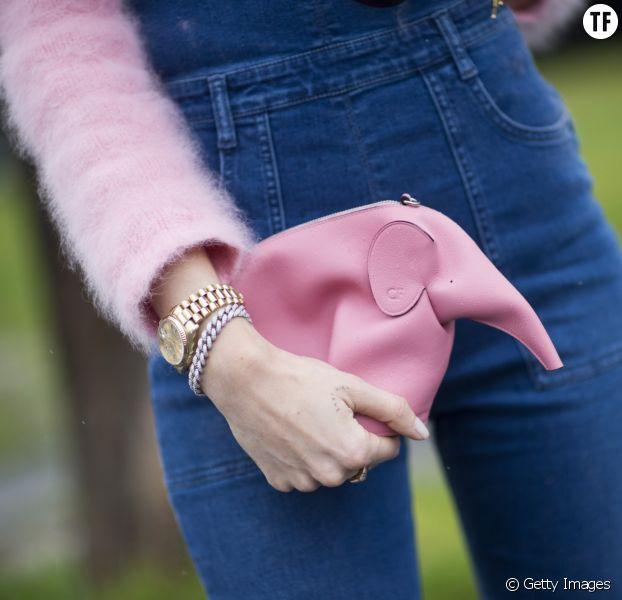 L'Elephant Bag de Loewe dans les bras de la blogueuse Chiara Ferragni