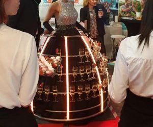 """Sexisme : une femme en """"robe champagne"""" à un salon d'entreprises à Amiens choque"""