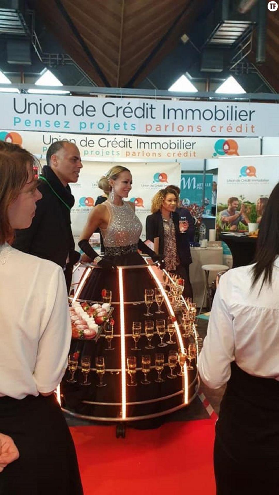 Femme portant une robe champagne à un événement de la CCI d'Amiens