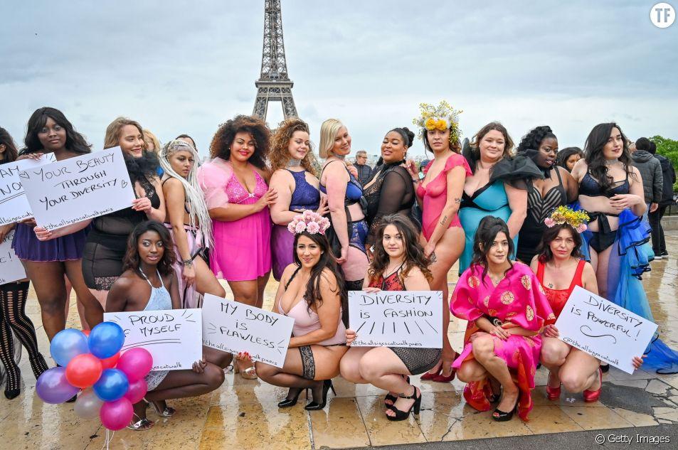 Elles défilent devant la Tour Eiffel pour lutter contre les diktats