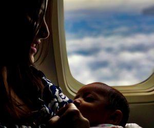 Une compagnie aérienne souhaiterait cacher les mères qui allaitent