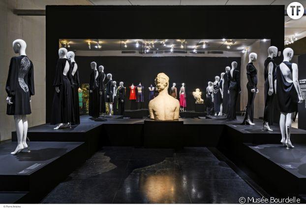 """L'exposition """"Dos à la mode""""."""