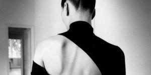 """""""Dos à la mode"""", l'expo qui sublime l'envers du corps féminin"""
