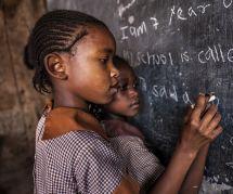 Au Kenya, sa prof l'humilie à cause de ses règles : cette écolière se suicide