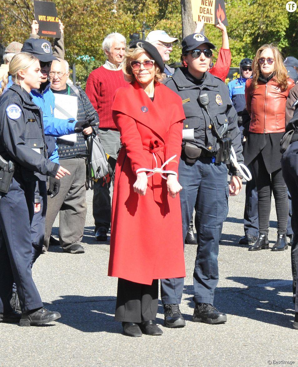 Jane Fonda arrêtée lors d'une manifestation pour le climat à Washington le 18 octobre 2019
