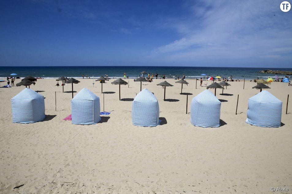 Dans quels pays d'Europe pourra-t-on voyager cet été ? (plage de Costa da Caparica, à Lisbonne).