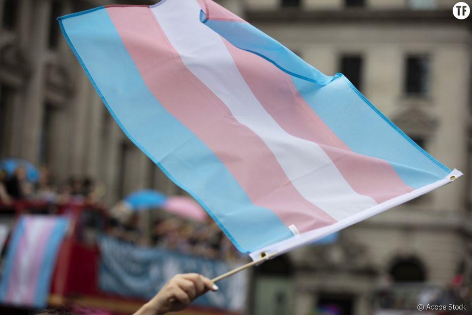 Sur Twitter, la parole se libère pour dénoncer les discriminations transphobes.