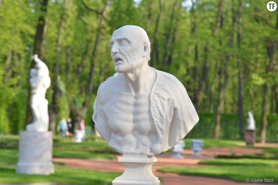 Statue de l'ancien philosophe romain Sénèque, figure du stoicisme.