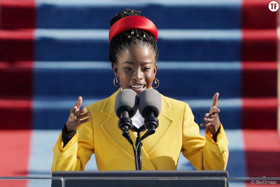 Amanda Gorman après avoir récité un poème lors de l'investiture de Joe Biden en tant que 46e président des États-Unis au Capitole américain à Washington, le 20 janvier 2021.