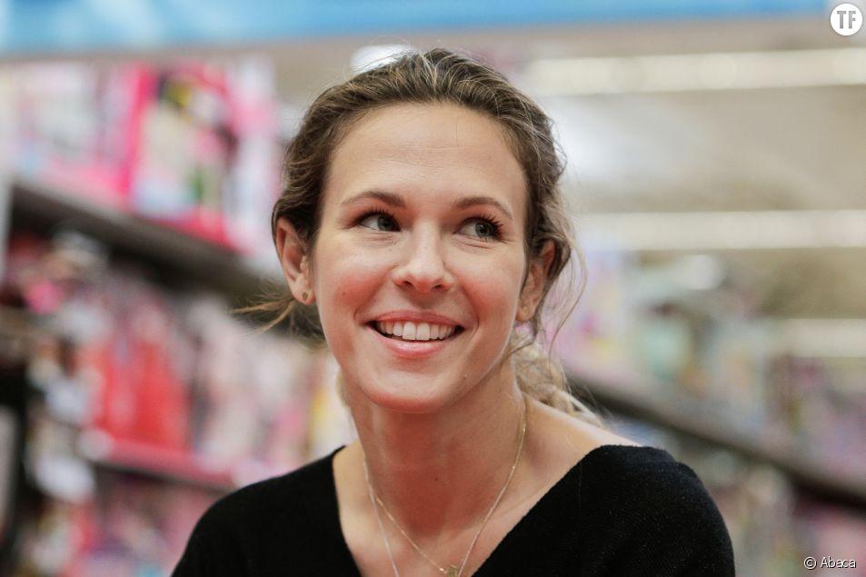 """""""Des coups de couteaux"""" : Lorie Pester se confie sur les sympômes de son endométriose"""