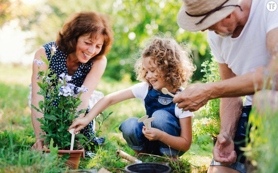 """Les grands-parents peuvent-ils garder les enfants pendant le """"confinement"""" ?"""