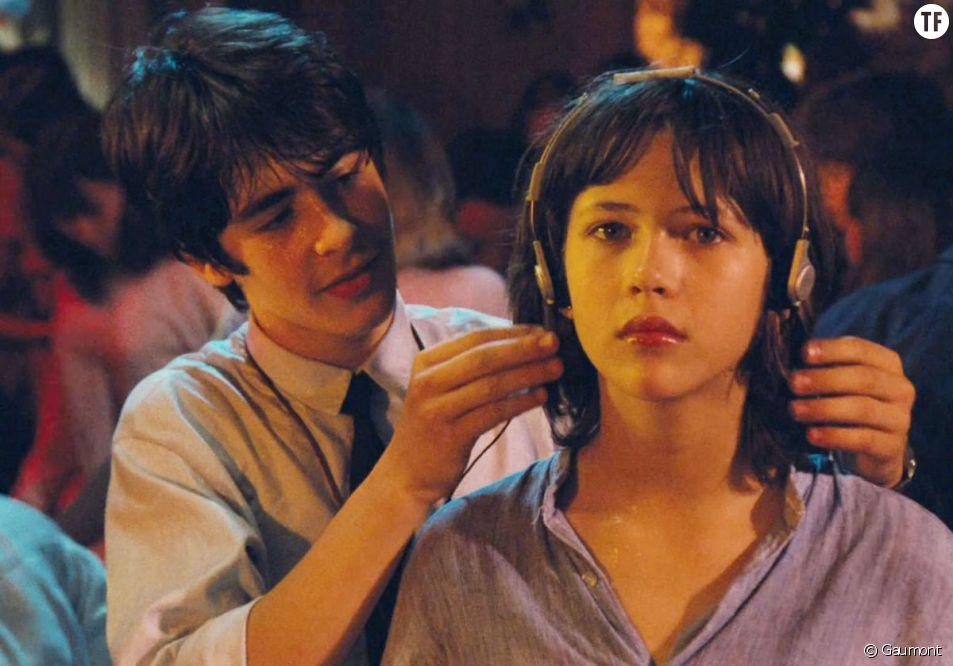 """Pourquoi les amours adolescentes sont bien plus que des """"amourettes"""""""