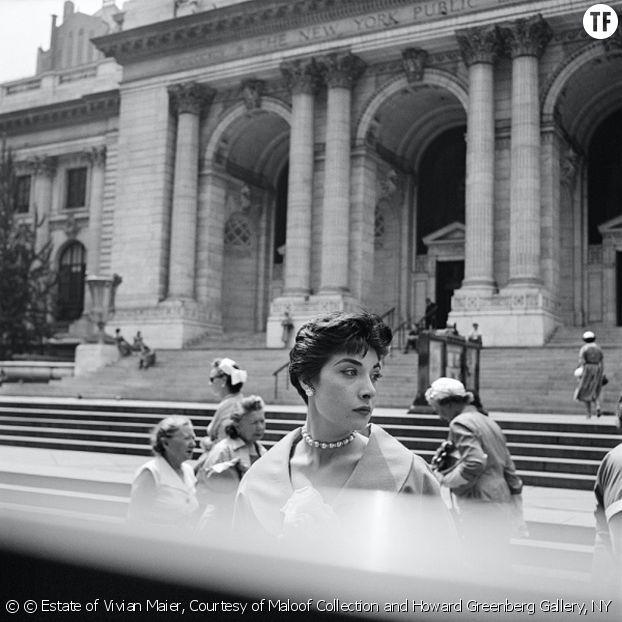 Vivian Maier, la gouvernante qui était (aussi) une photographe de génie [Bibliothèque publique de New York, 1954]