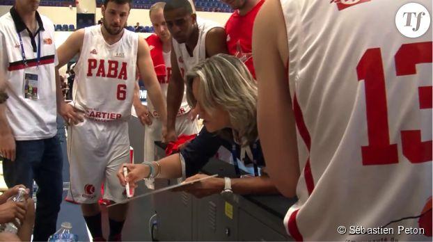 Hélène Guillaume et l'équipe du Pays d'Aix Basket.