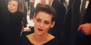 Kristen Stewart : ravissante en vamp sophistiquée au défilé Chanel Cruise Seoul (photos)