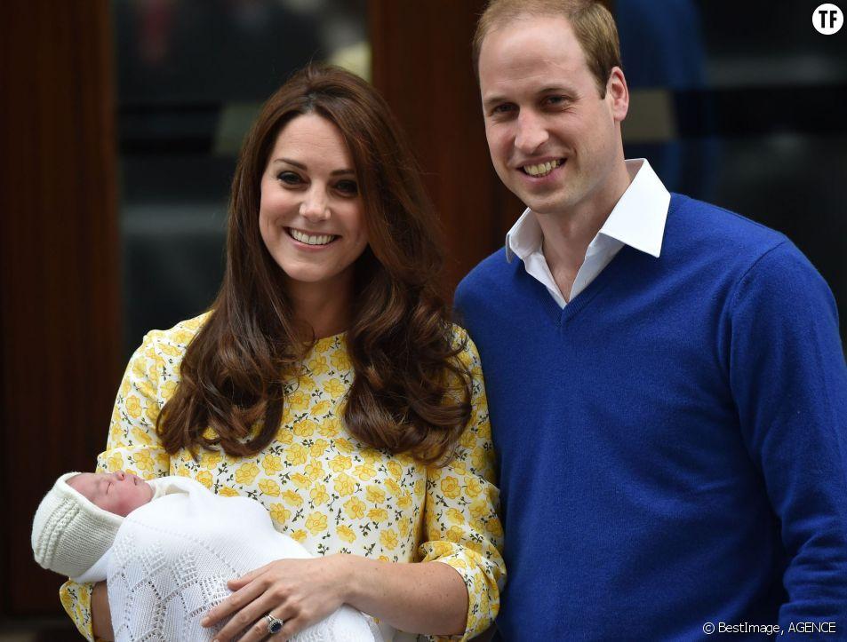 Kate et William présentent au monde la princesse Charlotte, le 2 mai 2015 à Londres