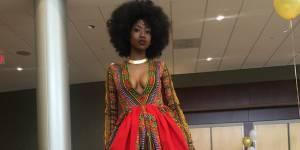 La robe homemade de cette lycéenne pour son bal de promo éblouit le monde entier