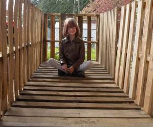 Cette fillette de 9 ans construit des refuges aux SDF
