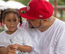 Un papa dédie une chanson à tous les enfants harcelés dans le monde