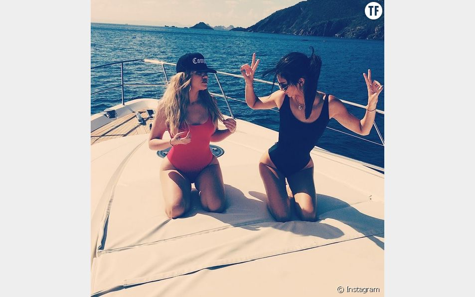 Khloé Kardashian et Kendall Jenner exposent leurs thighbrows