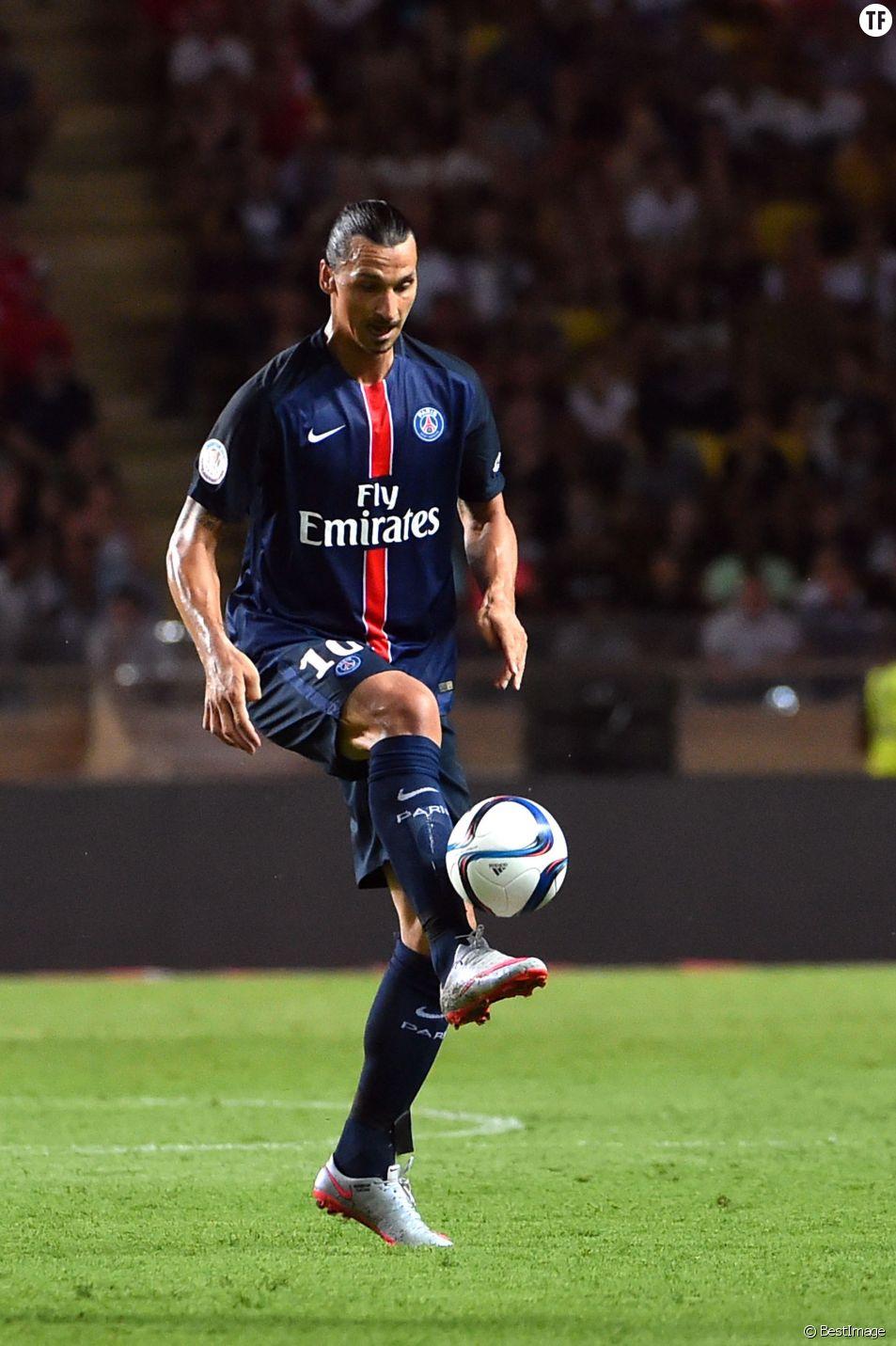 Zlatan Ibrahimovic - Match de football entre le Psg et l'AS Monaco lors de la quatrième journée de Ligue1 au stade Louis II à Monaco le 30 aout 2015. Grâce à un doublé d'Edinson Cavani (57e et 73e) et un but d'Ezequiel Lavezzi (83e), le Paris Saint-Germain s'impose facilement contre Monaco au Stade Louis II (3-0).
