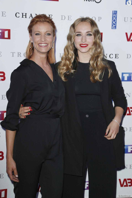 """No web - No chaînes TV - Alexandra Lamy avec sa fille Chloé Jouannet - Avant-première du film """"Une chance de trop"""" au cinéma Gaumont Marignan à Paris, le 24 juin 2015."""