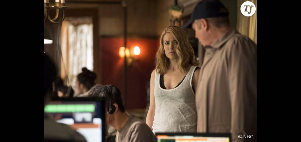 Liz (Megan Boone) et Red (James Spader) en fuite au début de la saison 3 de The Blacklist