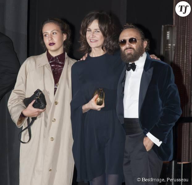 Valérie Lemercier avec son compagnon Mathias Kiss et une amie