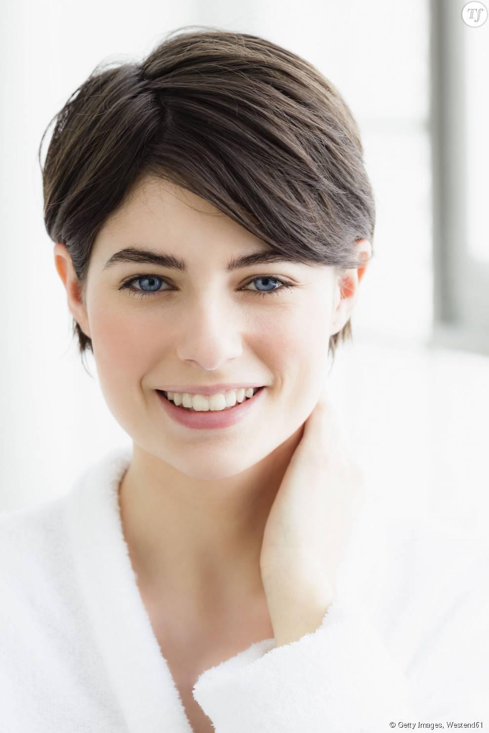 p>5 coupes de cheveux pour affiner votre visage &#8211; La coupe courte</